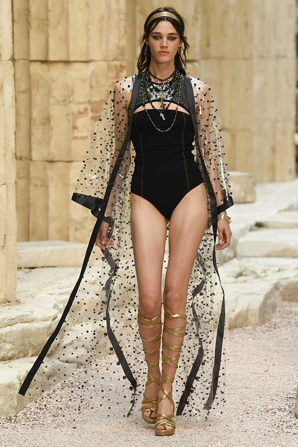 83cb0b35a59c Cruise Resort 2018  Our favourite looks to wear for the holidays ...
