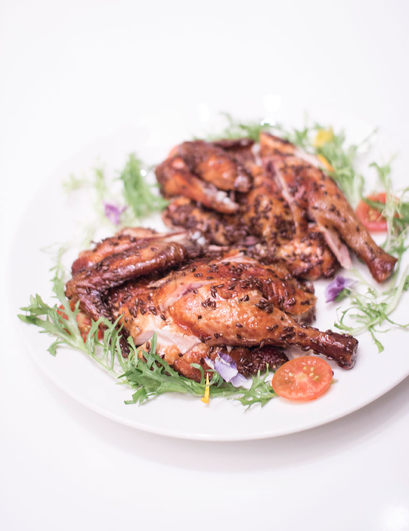 Roasted Wenchang chicken with flaxseeds