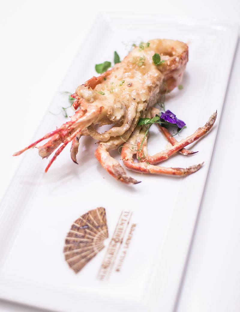 Stir fried crayfish with homemade garlic sauce