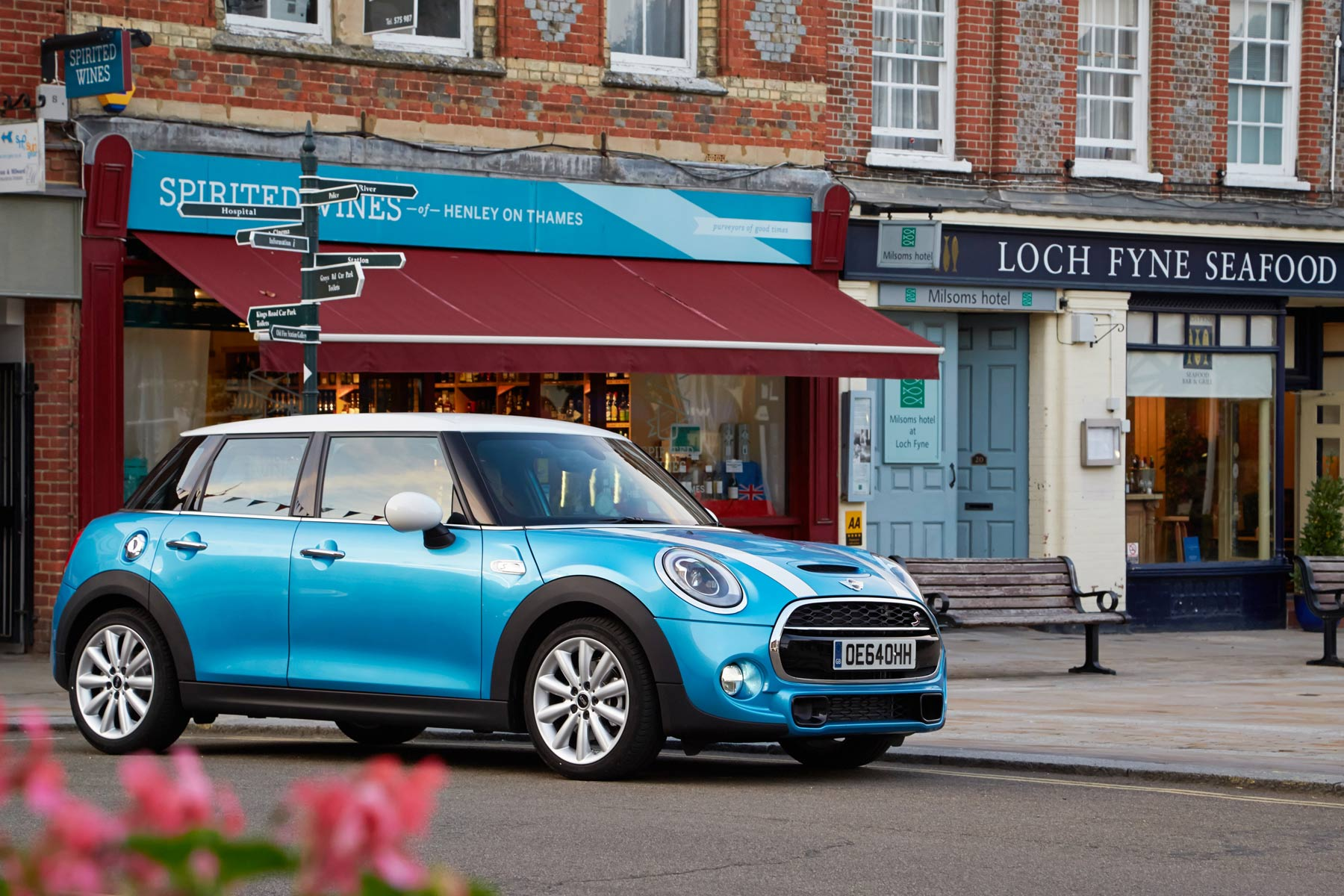 The Mini 3 And 5 Door Have Cool New Updates You Wont Be Able To