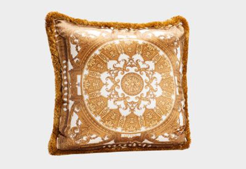 Le petit dome baroque cushion