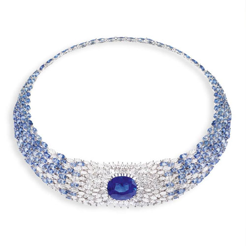 Necklace with oval-cut Ceylon sapphire