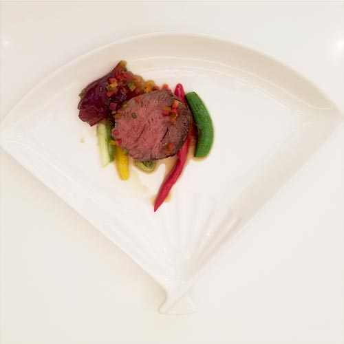 Pan-fried beef loin with vegetables and wasabi jelly sauce