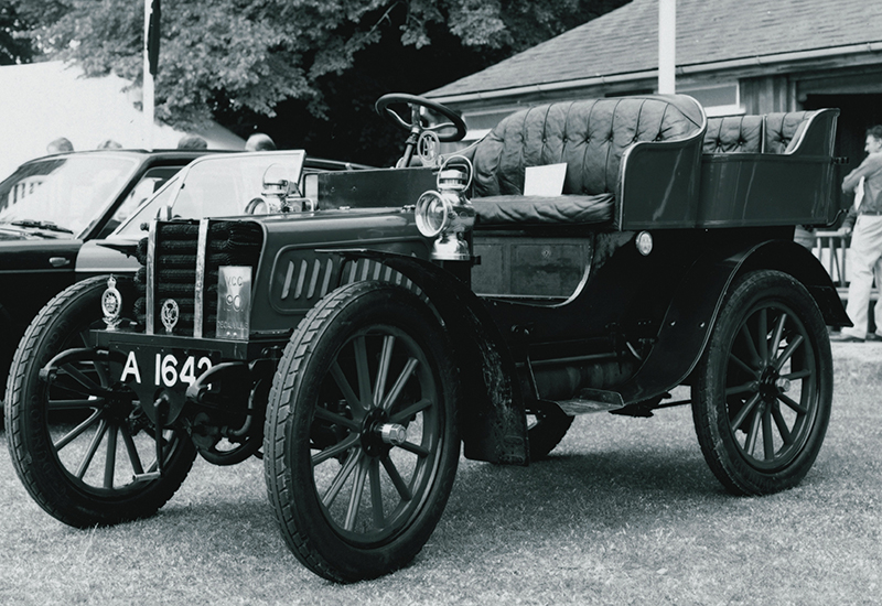 10hp two-cylinder French Decauville