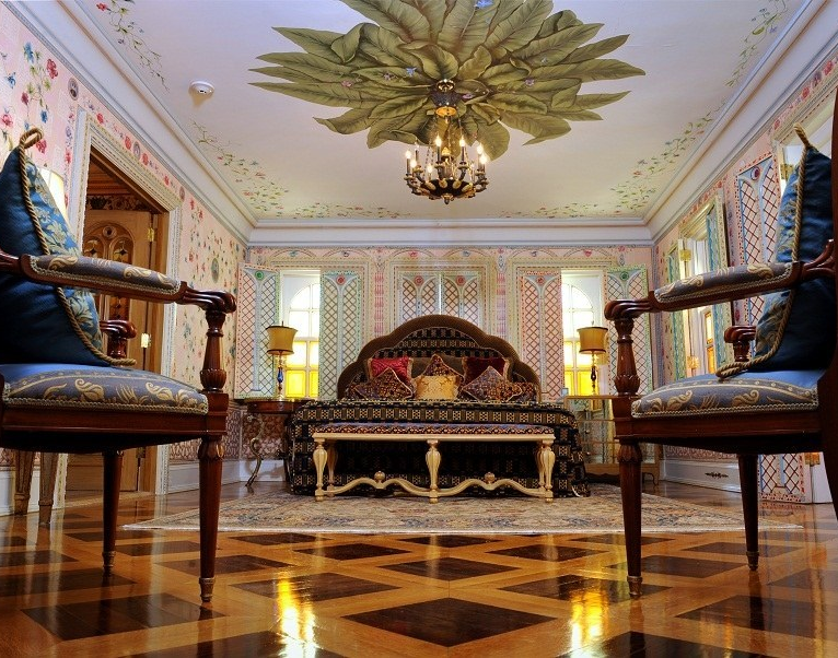 The Empire Suite, formerly Gianni Versace's partners's room