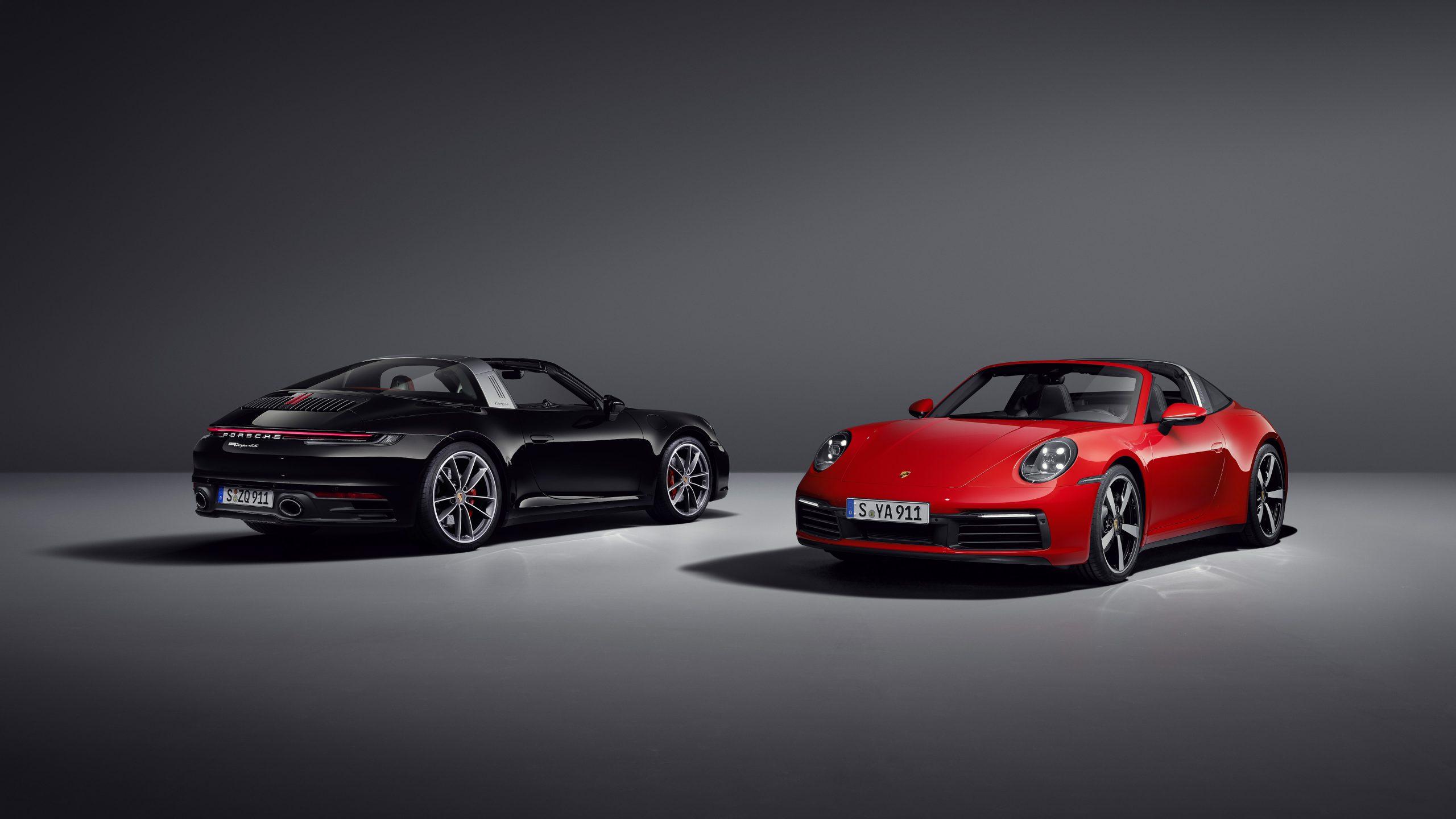 The Porsche 911 Targa 4S (L) and the Porsche 911 Targa 4 (R).