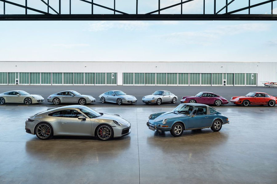 A collection of 911 models throughout history